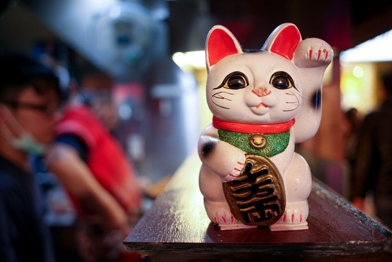 Maneki-neko - Japanese lucky charm cat